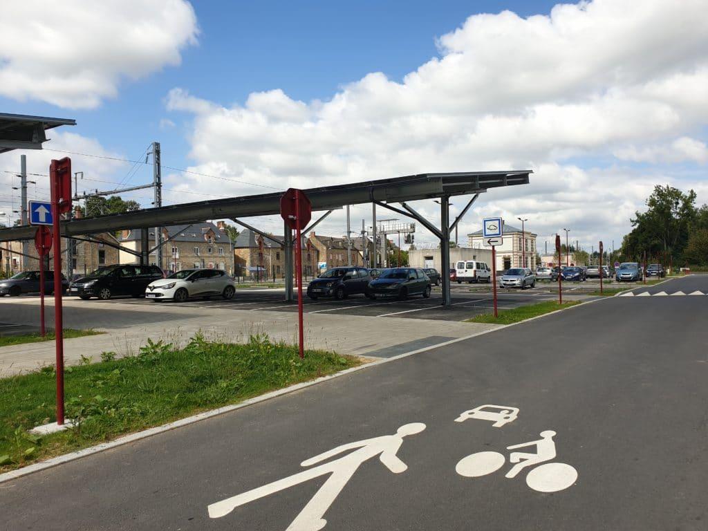 voie partagée et ombrières gare SNCF Montreuil sur Ille